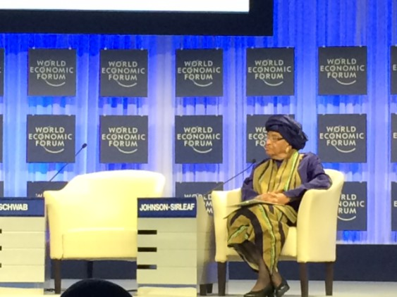 Liberias president framträder på World Economic Forum i Davos.