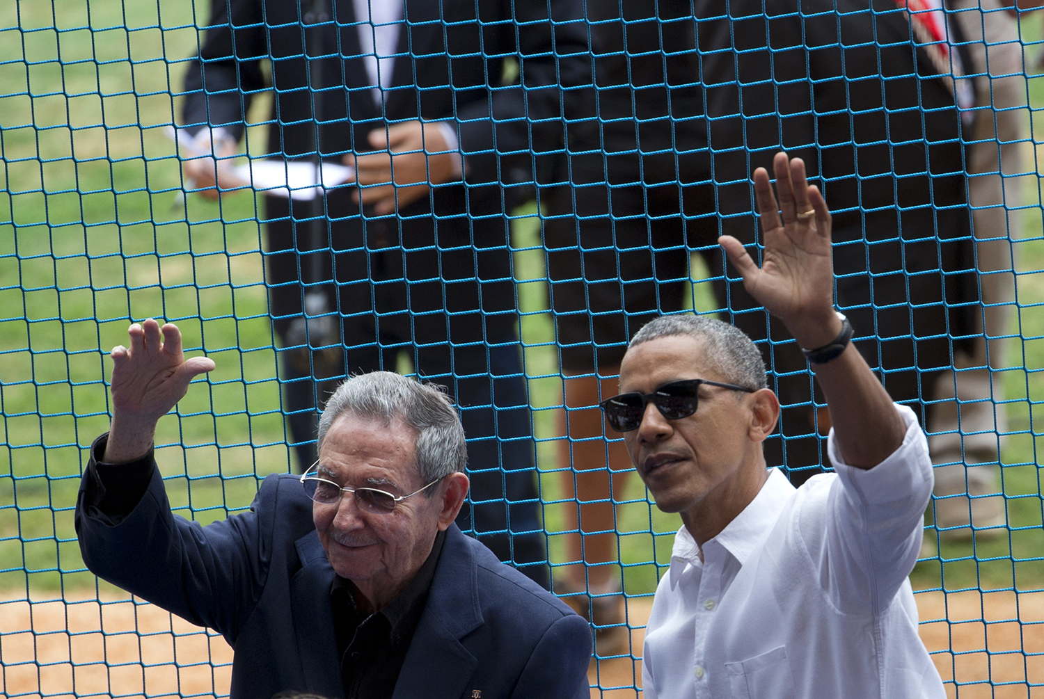 ap foto : rebecca blackwell : u.s. president barack obama, right, and his cuban counterpart raul castro wave to cheering fans as they arrive for a baseball game between the tampa bay rays and the cuban national baseball team, in havana, cuba, tuesday, march 22, 2016. the crowd roared as obama and cuban president raul castro entered the stadium and walked toward their seats in the vip section behind home plate. it's the first game featuring an mlb team in cuba since the baltimore orioles played in the country in 1999. (ap photo/rebecca blackwell) barack obama, raul castr cuba obam automatarkiverad