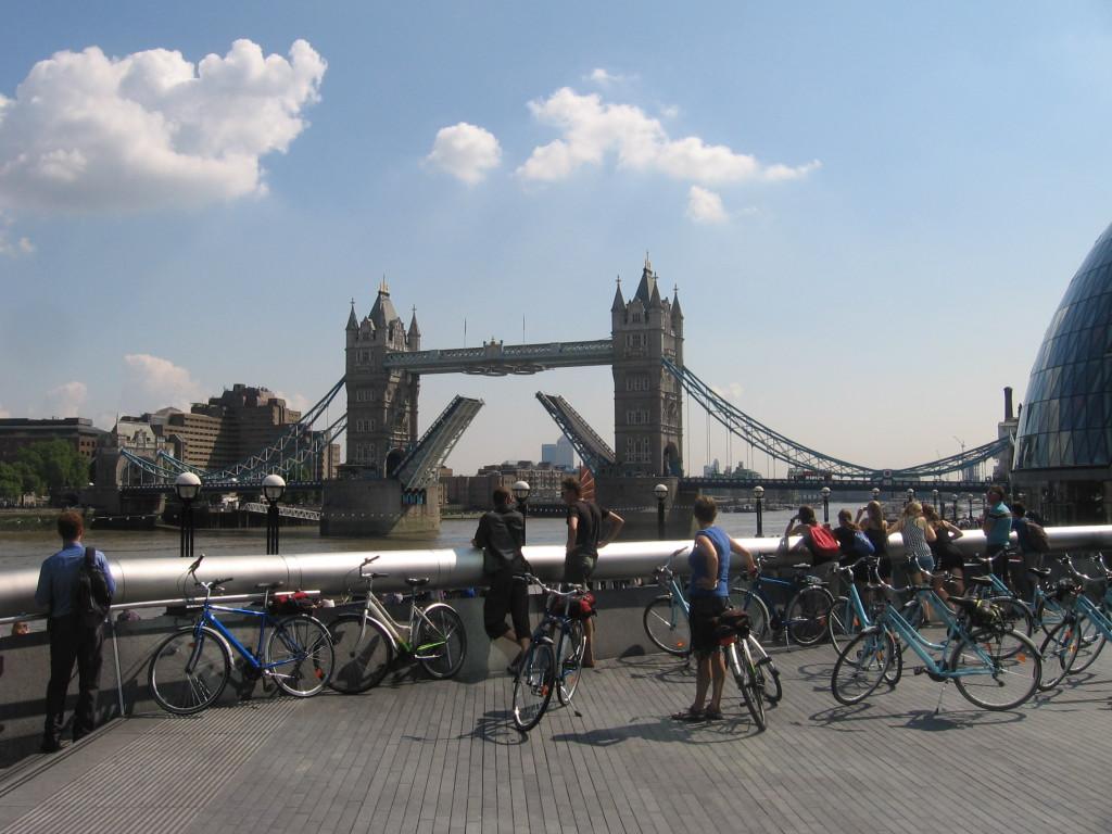 Guiden berättade historien bakom klaffbron, om Themsen - och om när tigrar sprang lösa i Tower of London.