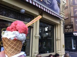 Nice cream! Jordgubbssorbet och mint på Benets i Brick Lane.