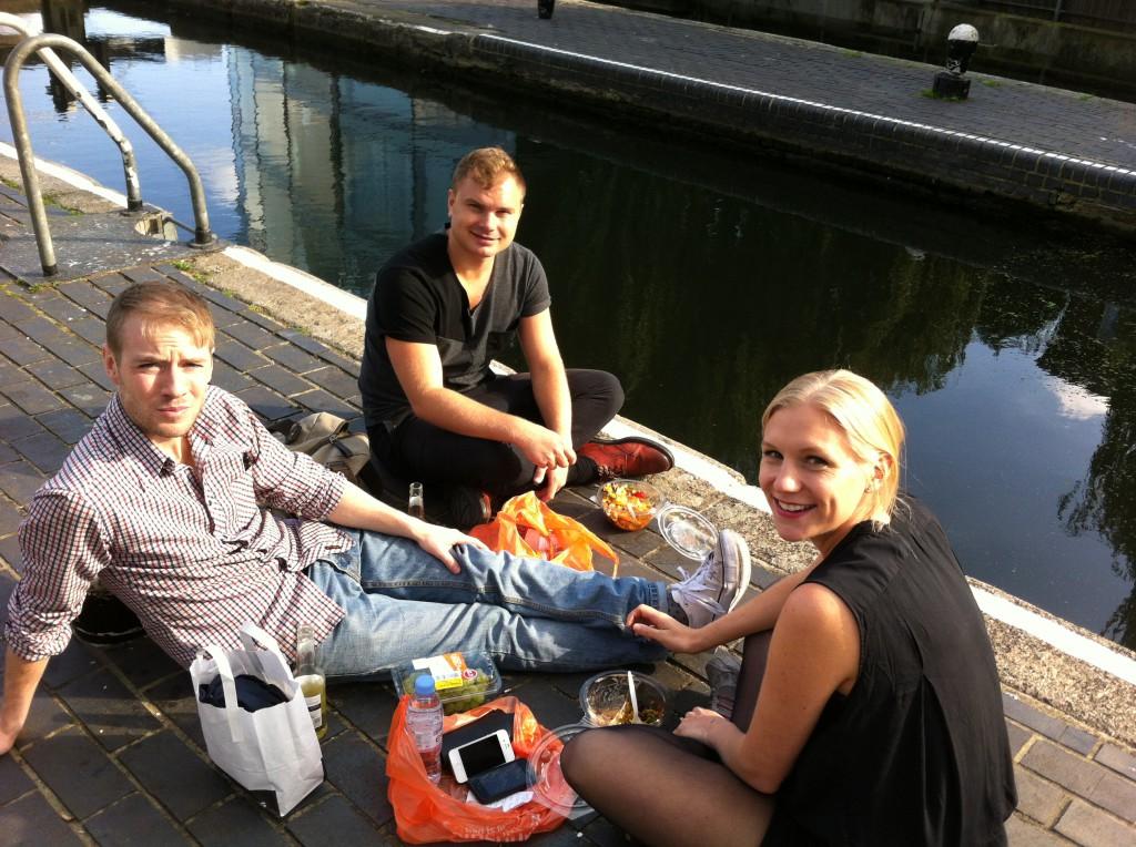 Lunchstund med Fredrik (t v) och Malin.
