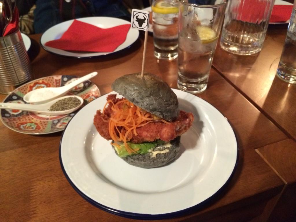 Kycklingburgaren – ett av menyns flaggskepp.