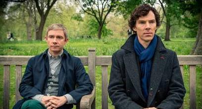 "Benedict Cumberbatch (t h) med Martin Freeman i ""Sherlock"". Foto: Hartswood Films/BBC."