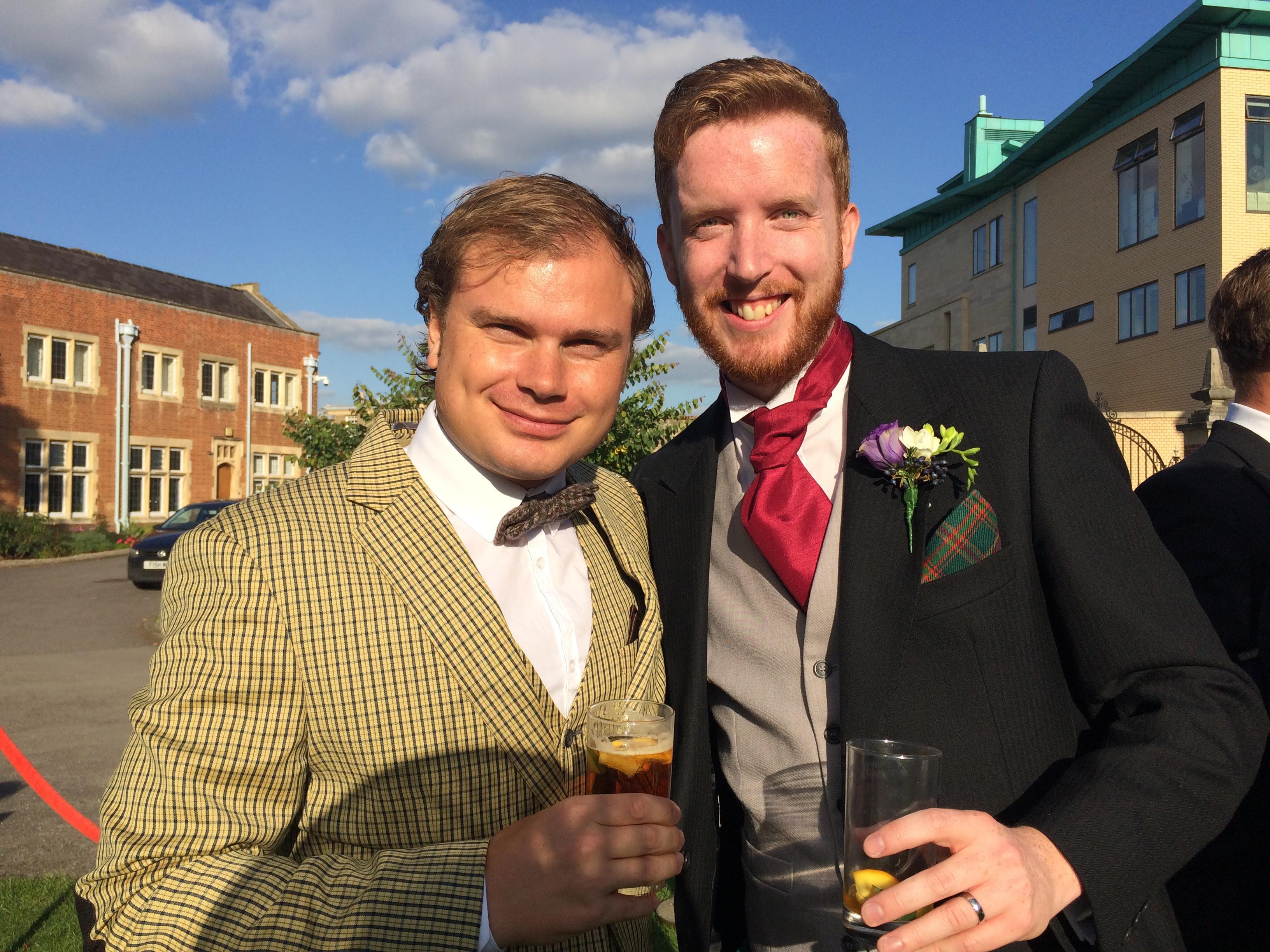 Med brudgummen Tom - och det brittiska måstet Pimms.