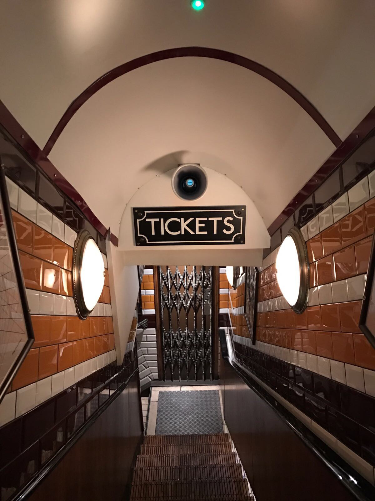 Entrén till Cahoots - eller till 40-talets tunnelbana?