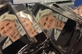 Anna Maria Corazza Bildt har låtit tillverka egna mobilskal inför EU-valet.