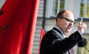Aja, baja unte svära! Karl-Petter Thorwaldsson, LO:s ordförande, tvingar sig själv till svordomsböter. Foto: Johan Söderlund