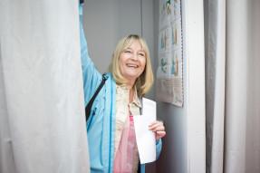 Marita Ulvskog röstar i Malmö. FOTO: Pressbild