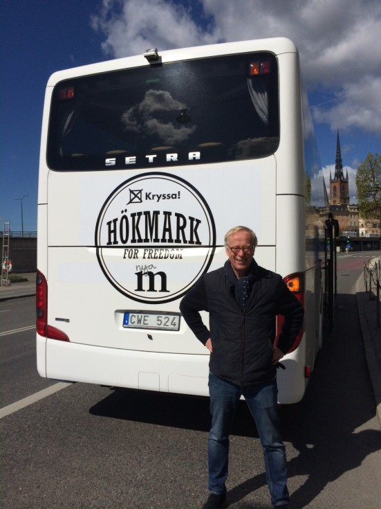 Hökmark och hans buss.
