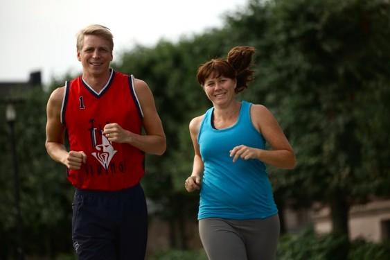Per  Bolund och Åsa Romson ska springa Midnattsloppet på lördag.