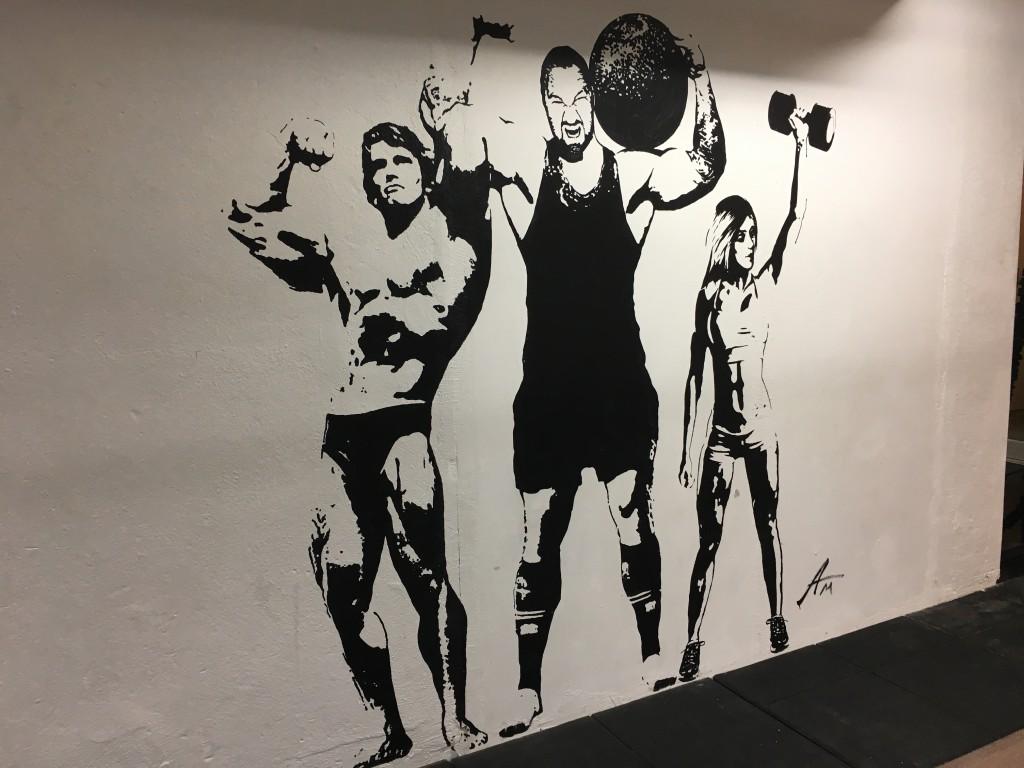 Märkligt nog var ingen av oss tre besökare avmålade på någon av gymmets väggar.