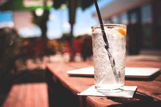 Låt inte gårdagens drinkar stå i vägen för dagens träningspass. Om du är fullt frisk kommer din kropp klara av kombinationen galant.