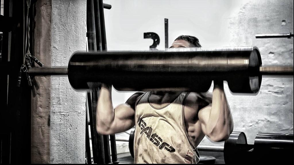 Fysiken på Frej Askengren från Strongman-gymmet Sweden Barbell Club i Stockholm kan intyga att träningsformen är högst muskulärt uppbyggande.