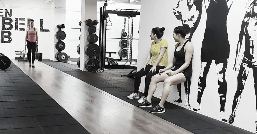 Tjejerna på Sweden Barbell Club som valt Strong(woman)man träning bränner fett och bygger funktionellt samma muskler.