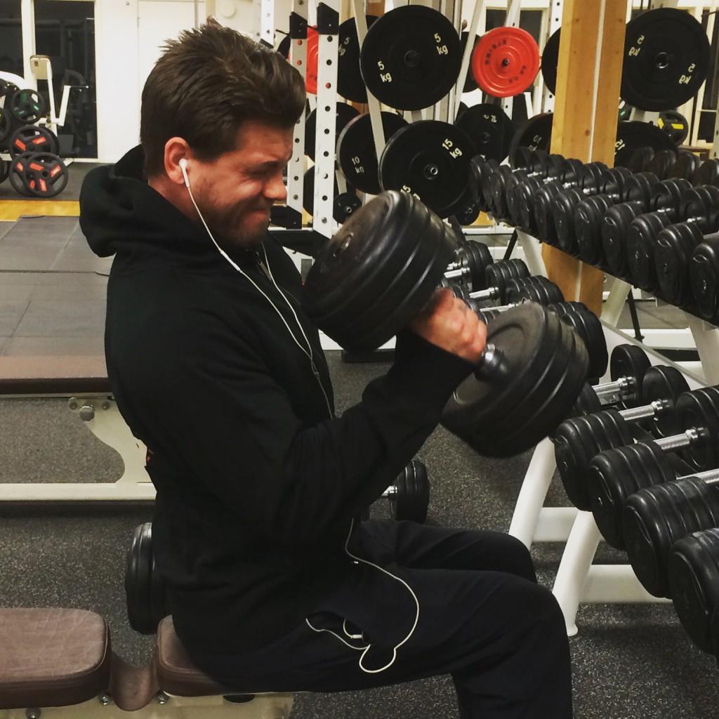 Sitt inte bara där och sura. Berika dina tunga styrkepass med varierade löpturer för bättre resultat.