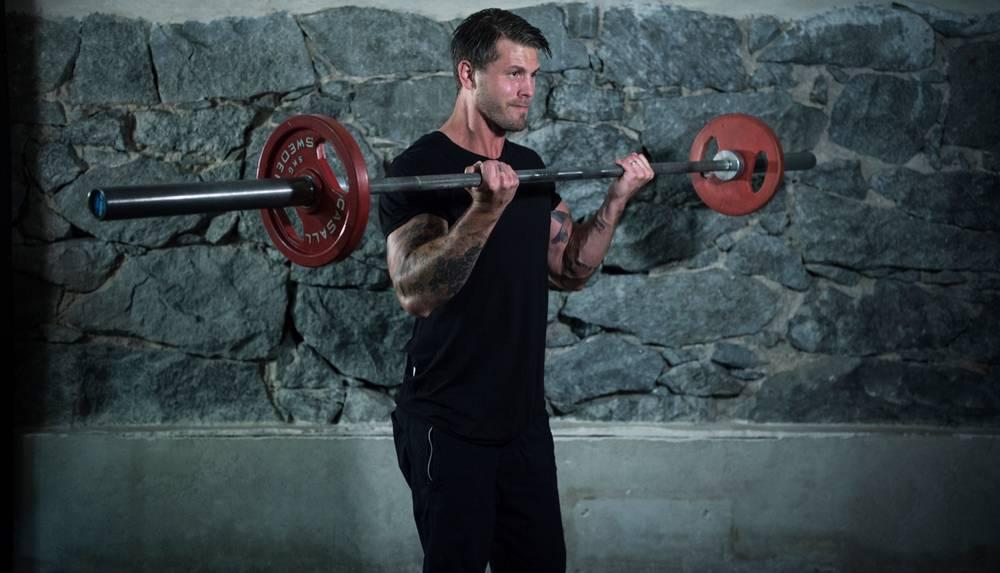 Använd lättare vikter för att skapa större kontroll i dina rörelsers samtliga faser.