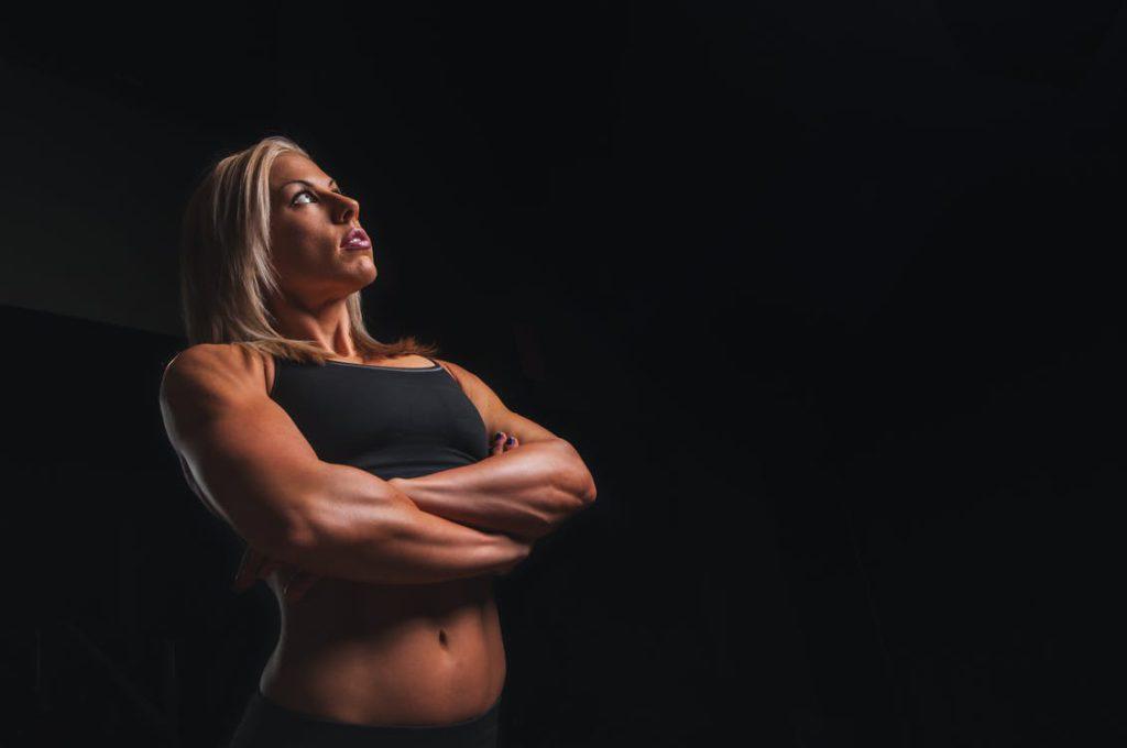 Träna med inbromsande rörelser för att utveckla såväl mer styrka som större muskelvolym.