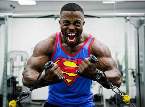 Om din målsättning består av maximal muskeltillväxt bör du inte lämna något åt slumpen. Utför därför dina träningspass då kroppens naturliga tillväxthormoner står högst i kurs.