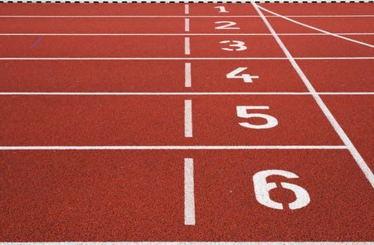 Om du inte äger en pulsklocka kan uppläggets olika distanser enkelt kontrolleras genom att springa på en löpbana. På så vis har du alltid koll på hur långt du sprungit.