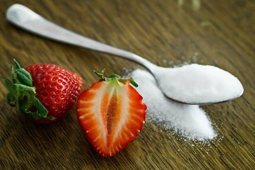 Strunta i att tillsätta raffinerat socker och använd dig av en mogen banan för för ökad naturlig sötma.