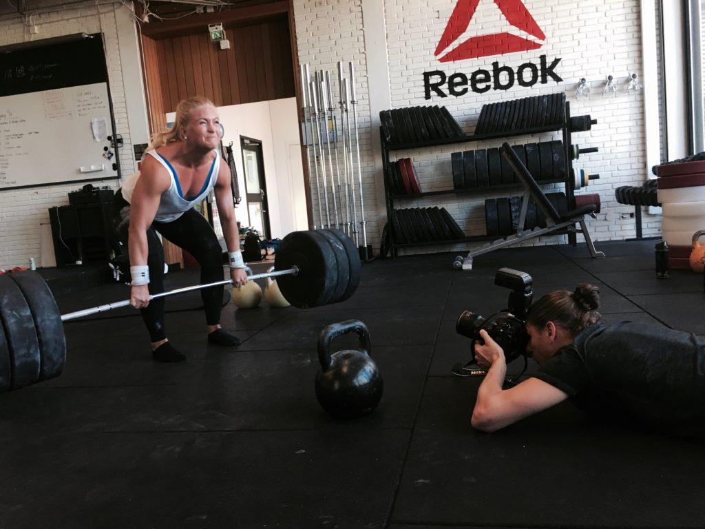 Bild fångad från dagens plåtning med en av de träningsentusiaster som ser kosttillskott som en bidragande faktor till deras fysiska resultat.