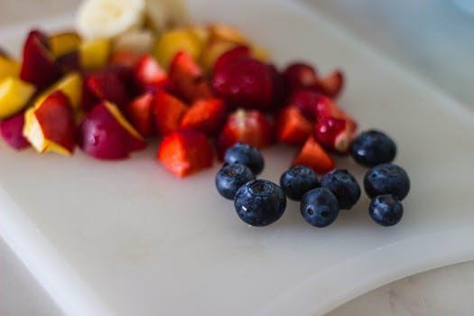 Variera dig genom att servera pannkakorna med färska bär, eller varför inte en hemmasnickrad fruktkompott? Heja!