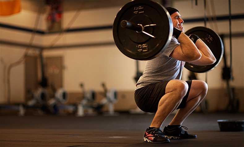 Thrusters, en kombination av knäböj och axelpressar. Eller på ren svenska - en resa för såväl dina muskelfibrer som flåskapaciteten.