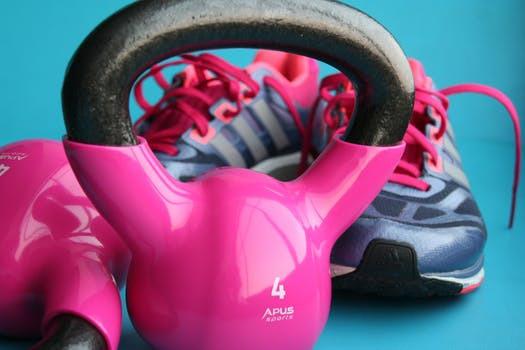 Våga ta ut svängarna och berika dina komplexa upplägg med kettlebells, skivstänger, hantlar och pilatesbollar. Allt för att lura kroppen till nya nivåer av resultat.