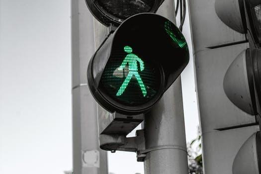 Walk it off. Vem vet, promenaden kanske även botar baksmällan?
