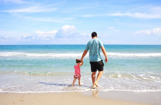 """Låt semestern vara lugn och rofylld - utan att kompromissa hälsan. Här är knepen som får dig att lyckas med den """"omöjliga"""" kombinationen."""
