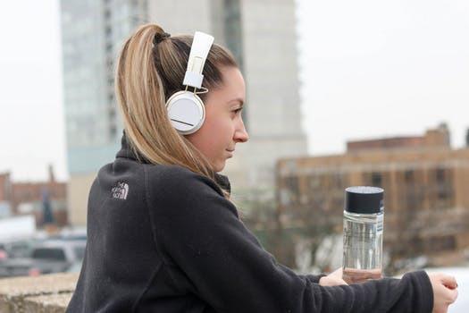 Ja, vi orkar träna längre om vi väljer rätt slags musik!
