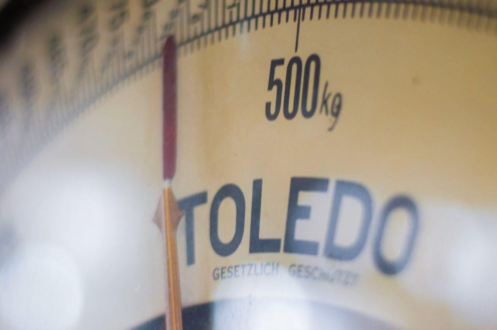 Håll koll på vikten genom hela julhelgen - även om någon enstaka kanelbulle tillåts smyga ned.