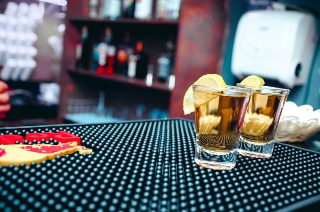 Kan verkligen en tequila-shot gynna kampen mot övervikt? Ny forskning avslöjar.