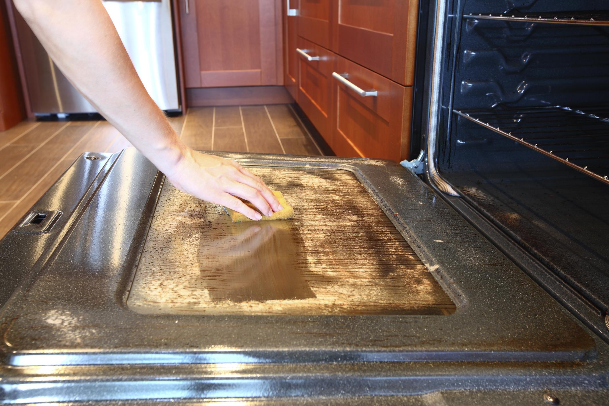 Städa kök ugn