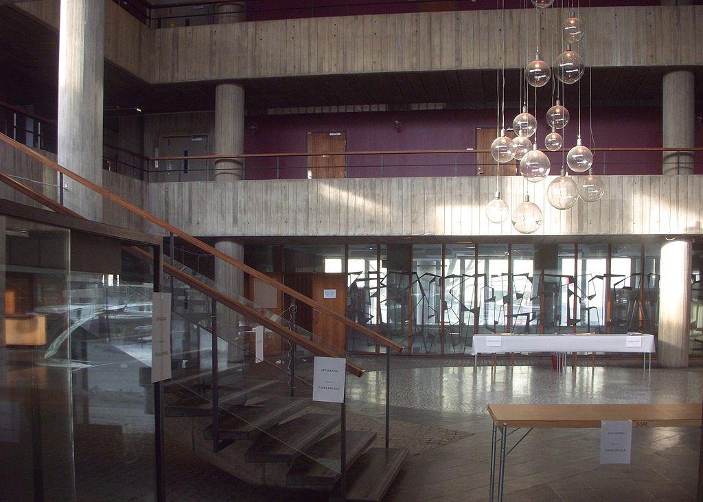 1024px-St_Görans_gymnasium_2012f