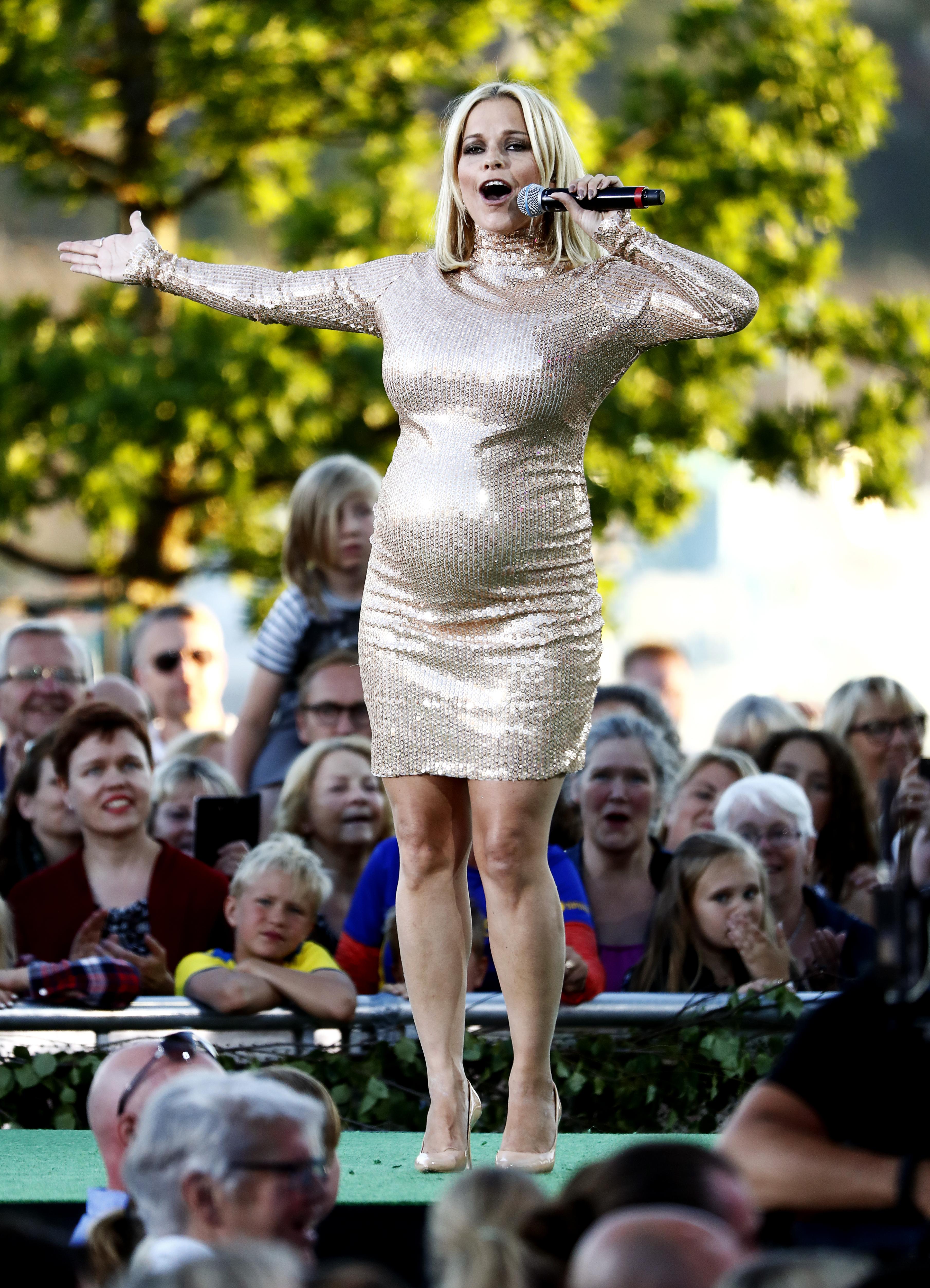 petra marklund klänning allsång på skansen