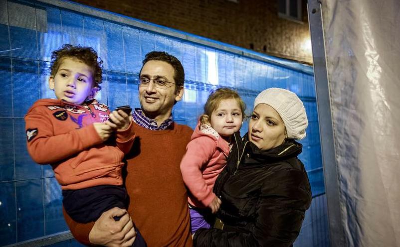 AFTONBLADET kommer att följa familjen Alkurdi på deras resa från att de anlänt och in i framtiden – som de hoppas blir i Sverige. Foto: Krister Hansson.