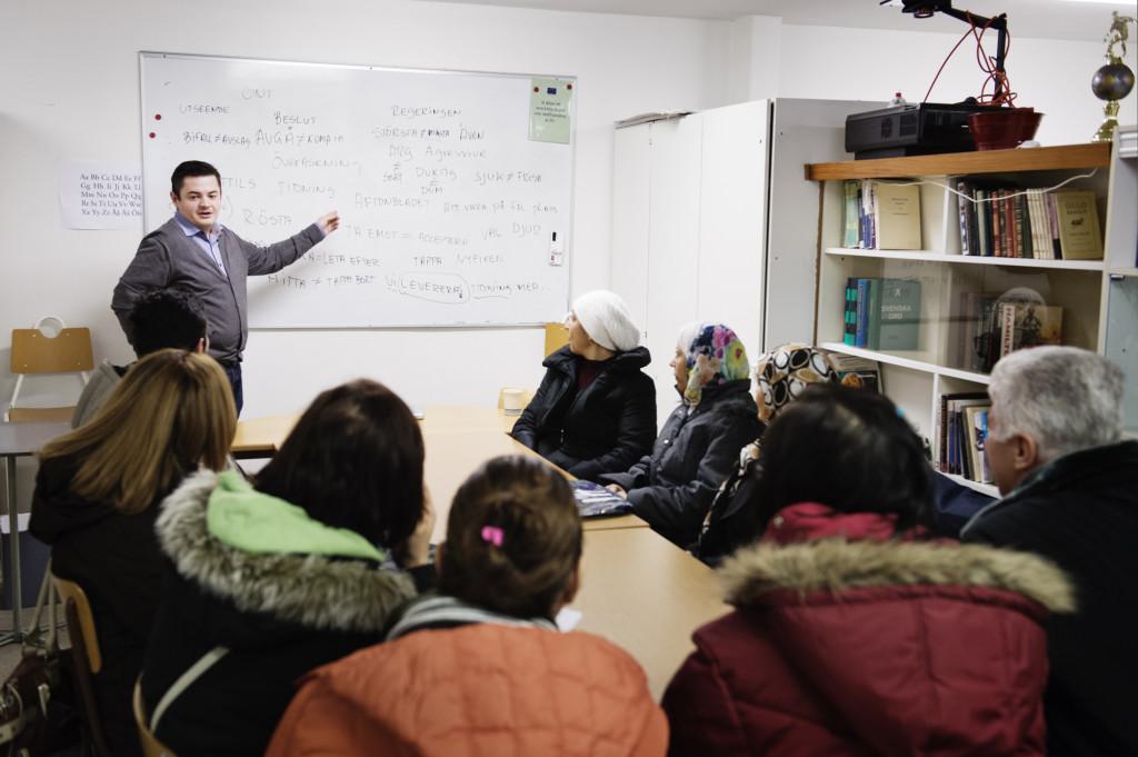 Asylsökande får svenskundervisning tre timmar varje dag. Foto: Anna Tärnhuvud.