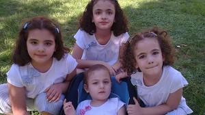 Här är Sohas fyra döttrar. Tre av dem drunknade då deras flyktingbåt kapsejsade. Foto: Cecilia Uddén/SR.