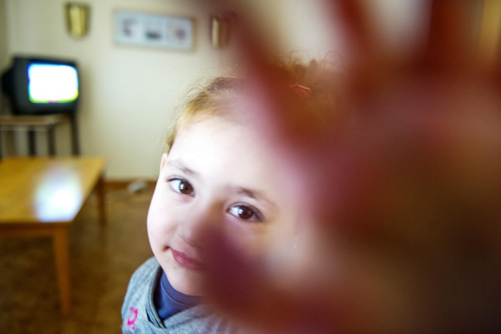 Hala Alkurdi, 2, är fortfarande tyst och ska läkarundersökas. Foto: Lars Allard.