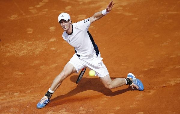 Andy Murray vann sina två Davis Cup-singelmatcher mot Kroatien säkert – men på måndag tvingas han operera sin krånglande rygg. Världstrean riskerar därmed att missa resten av säsongen. FOTO: BILDBYRÅN