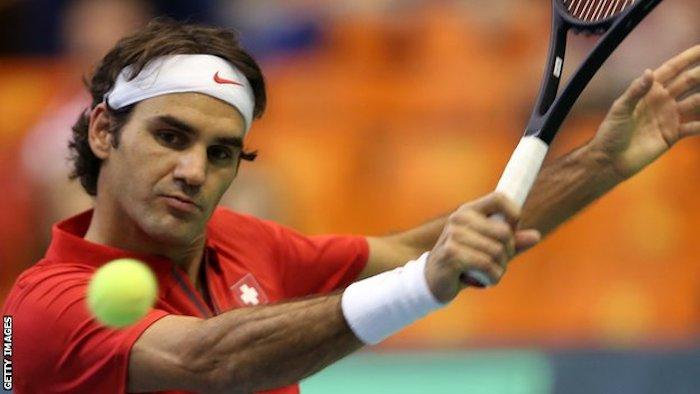 Roger Federer drog på sig landslagströjan mot ett Serbien utan fixstjärnan Djokovic.