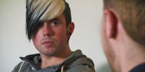 Kris från Wales menar att han vaknade upp från en stroke – gay.