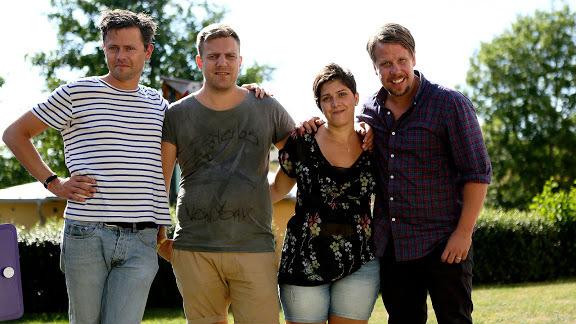 Fredrik Wikingsson och Filip Hammar med Mira och Andreas. Foto: Kanal 5